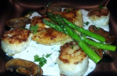 Chicken and Scallops with Gorgonzola Sauce